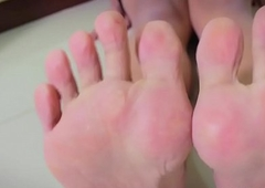 Feetfetish asian portable radio shows pedicured limbs
