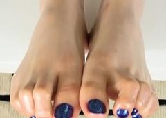 Oiledup footfetish wireless ringlets her toes