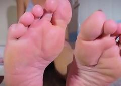 Eastern tranny enjoys queer footfetish