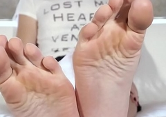 Lovely trans babe receives footworshiped