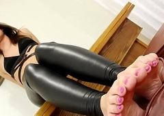 Foot doting debutante plays prevalent her toes
