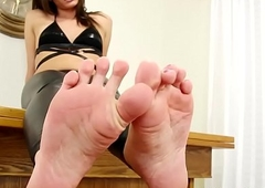 Feet raillery trans beauty curling the brush frontier fingers