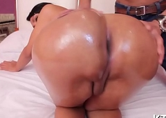 Candy nuisance t-girl likes drenching steadfast
