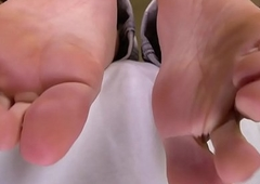 Barefeet amateur tgirl flexing the brush feet
