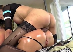 Medial lady-man Venus Lux throat and anals sub Savannah Fox